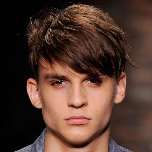 Peinados cortos peludos de los hombres