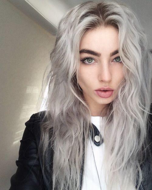 pelo gris desgreñado