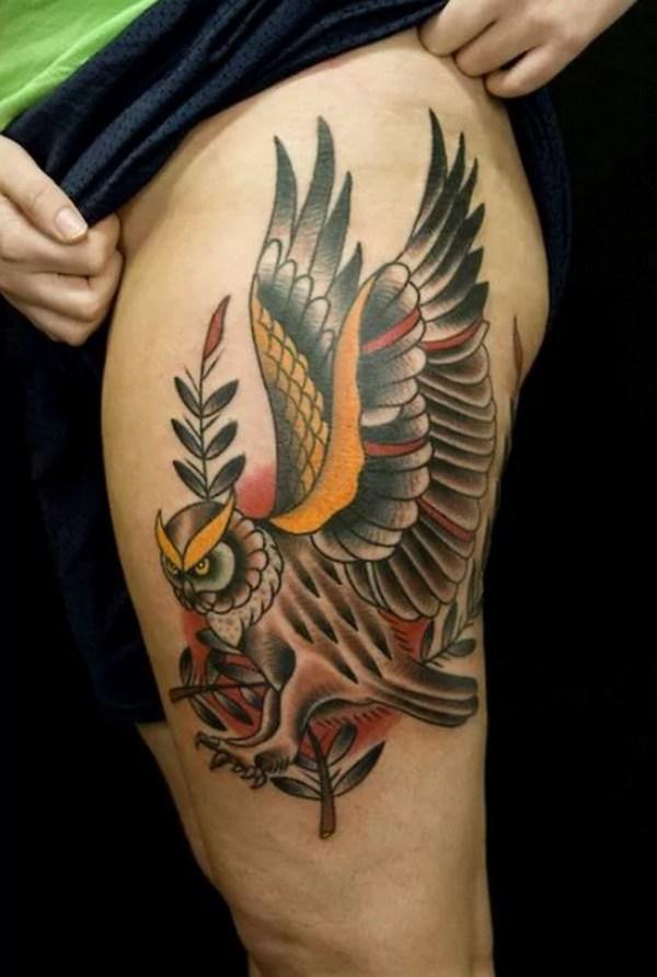 Flying Owl Tattoo Design.  Más a través de https://forcreativejuice.com/attractive-owl-tattoo-ideas/