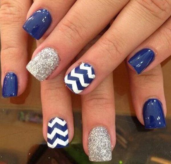 Azul marino Nails con Chevron y Silver Glitter para acento.