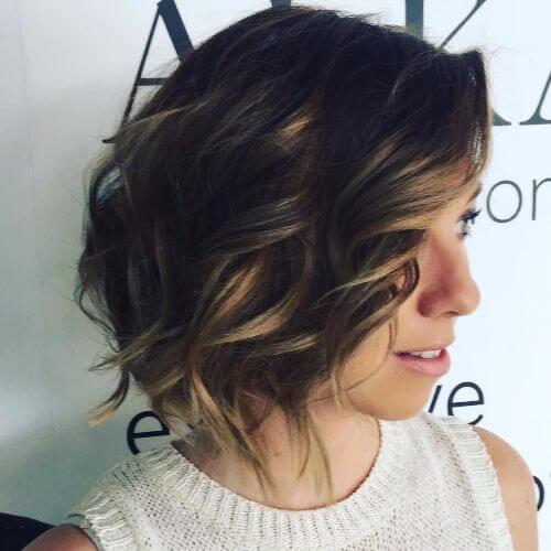 peinado en capas de longitud media