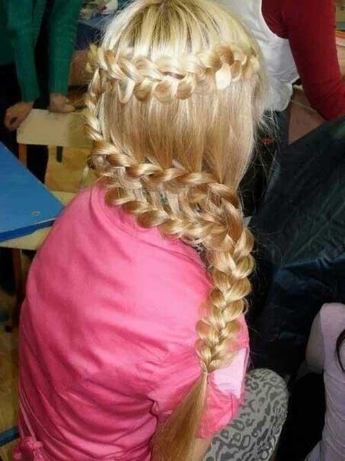 Lindo cabello trenzado rubio