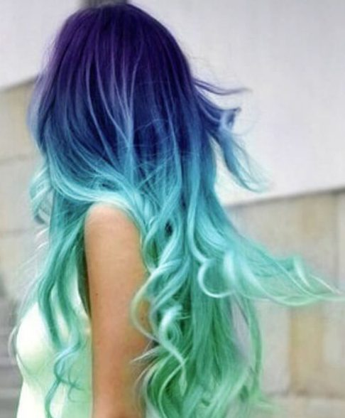color de pelo morado y verde azulado