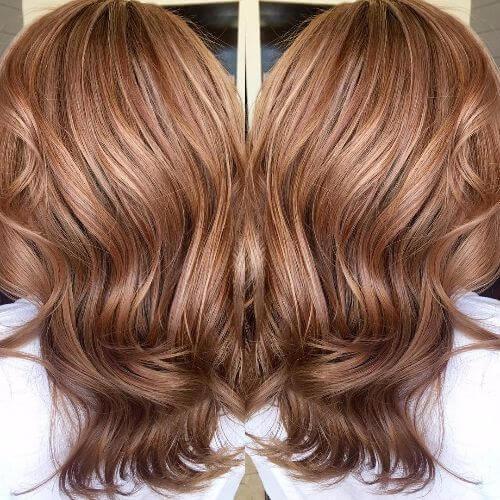 caramelo balayage color de pelo en el pelo rojo