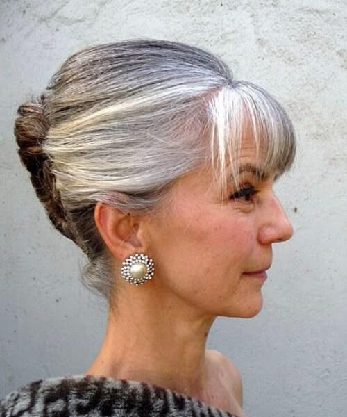 peinados updo elegantes para mujeres mayores de 50 años