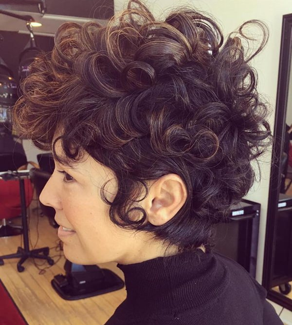 58280816-short-rizado-hairstyleslongcurlypixiewithbabylights