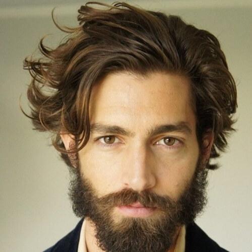 Peinados casuales para hombres con líneas rectas