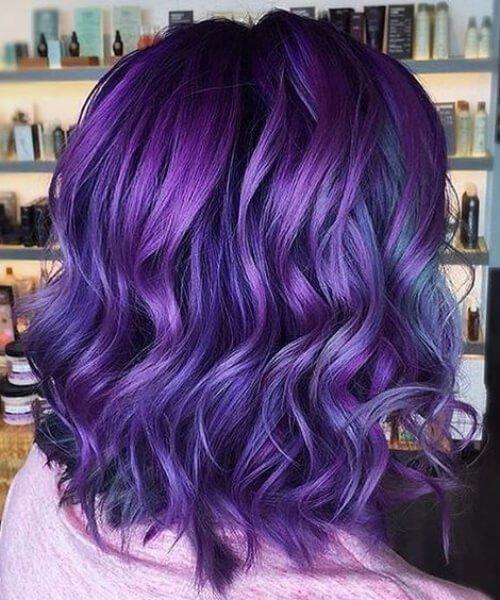 pelo corto balayage azul violeta