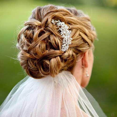 El mejor peinado updo rizado para novias