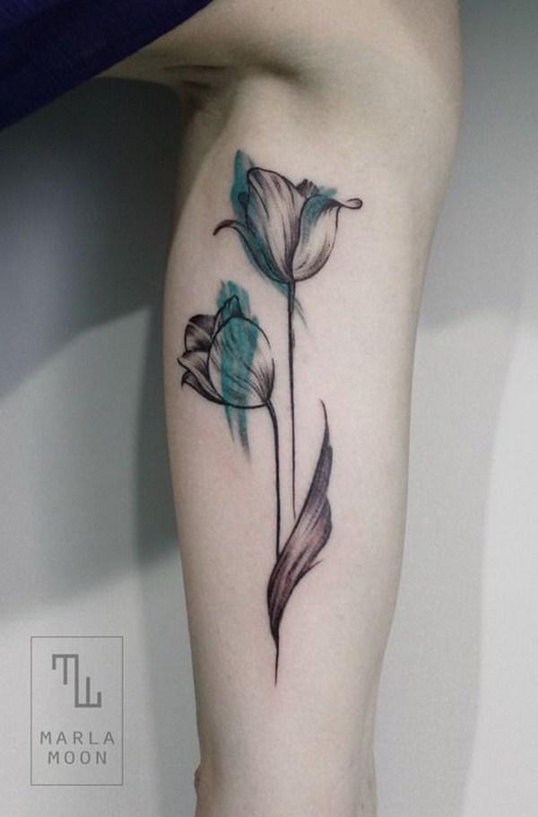Tatuaje femenino del tulipán de la acuarela.