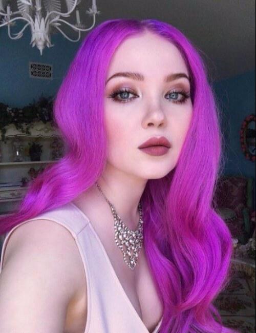 chicle largo cabello púrpura