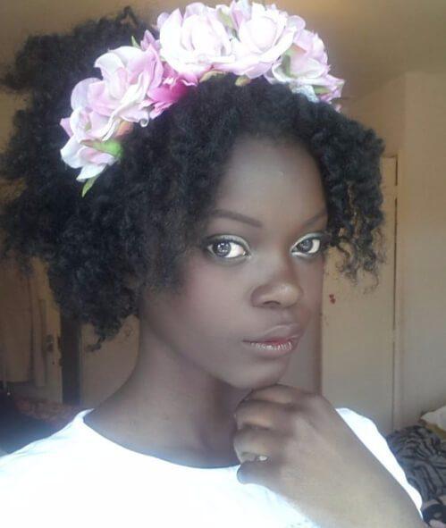 corona de flores peinados de niña negra