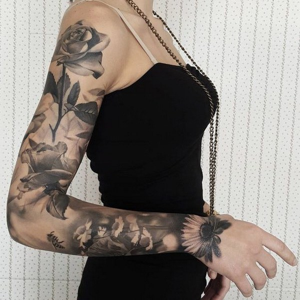 Manga floral con rosas y girasoles.  www.  https://forcreativejuice.com/cool-sleeve-tattoo-designs/