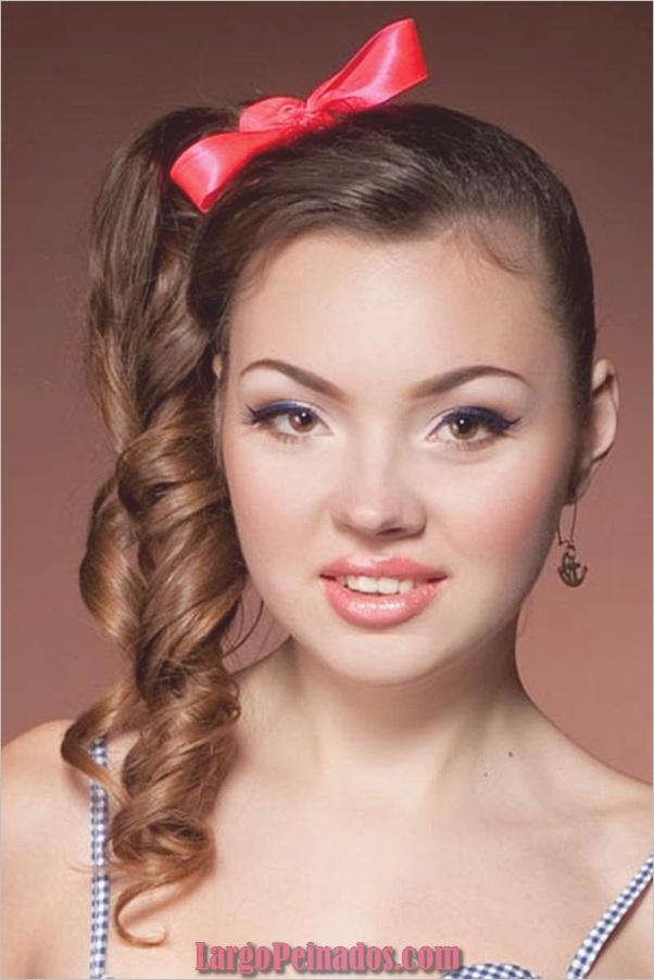 Atractivos peinados laterales de cola de caballo para niñas (15)