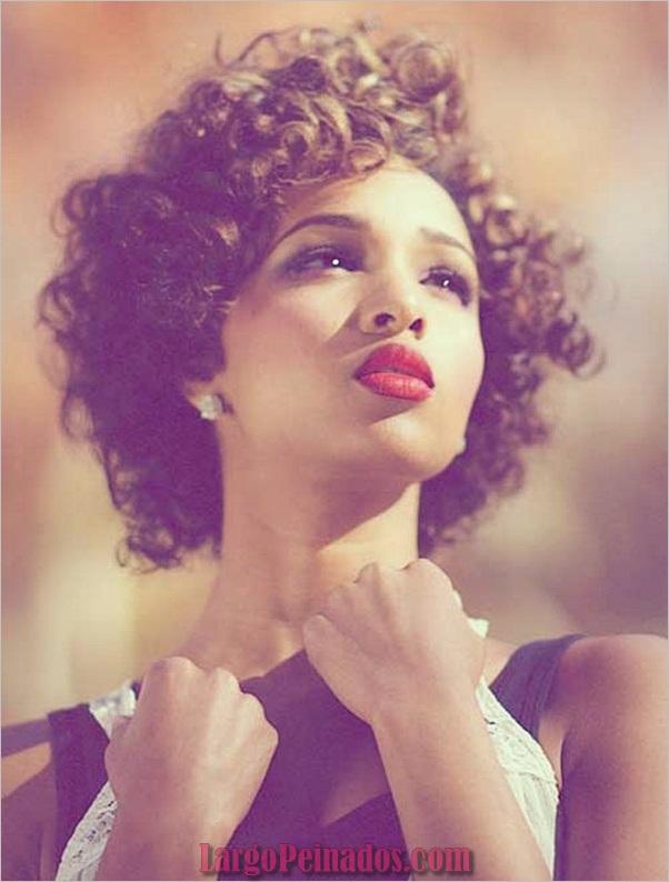 Peinados Rizados Cortos para Mujer Negra (4)