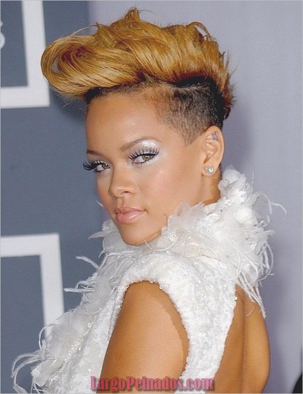 llega a la 52ª edición anual de los premios GRAMMY que se llevan a cabo en el Staples Center el 31 de enero de 2010 en Los Ángeles, California.