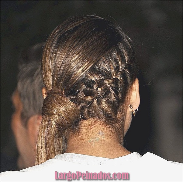 Atractivos peinados laterales de cola de caballo para niñas (36)