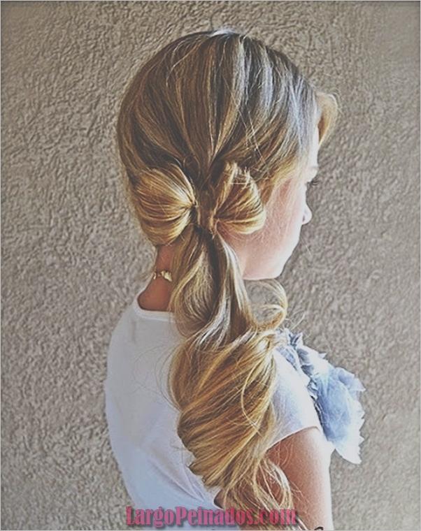 Atractivos peinados laterales de cola de caballo para niñas (34)