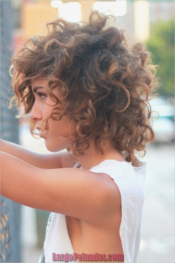 Los mejores peinados cortos para cabello grueso y ovalado