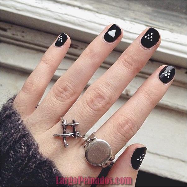 Diseños de uñas en blanco y negro (31)