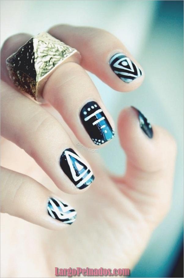 Diseños de uñas en blanco y negro (36)