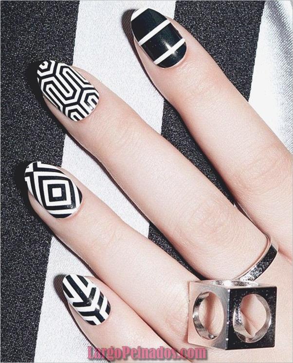 Diseños de uñas en blanco y negro (4)