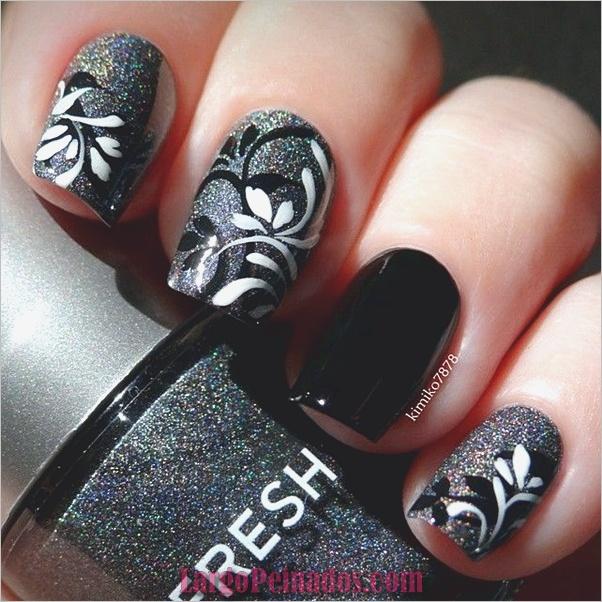 Diseños de uñas en blanco y negro (51)