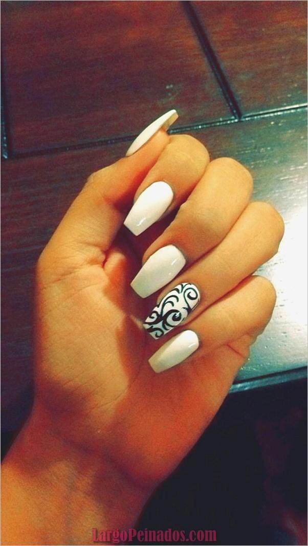 Diseños de uñas en blanco y negro (18)
