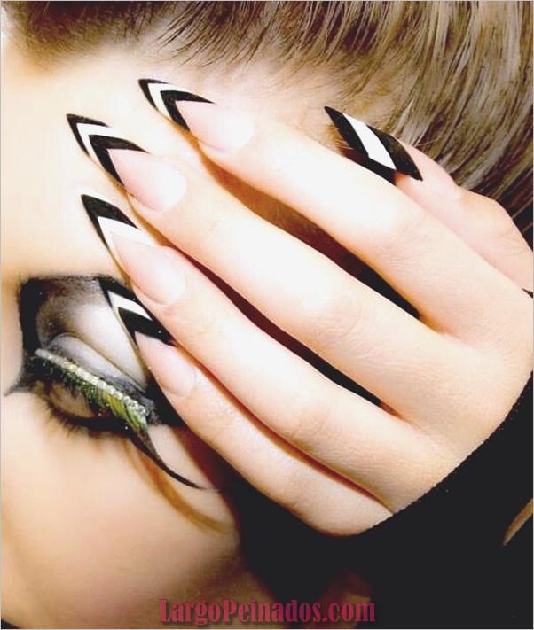 Diseños de uñas en blanco y negro (49)