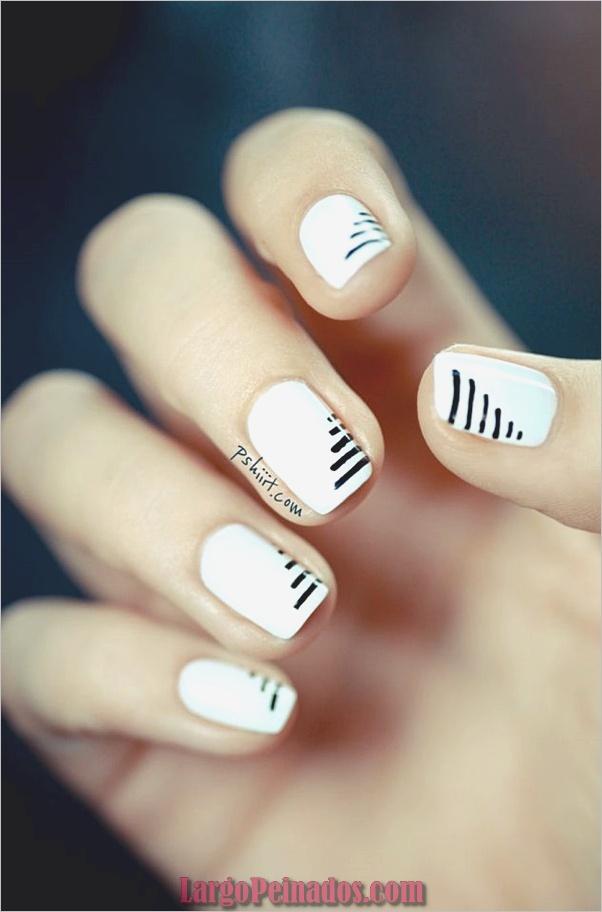 Diseños de uñas en blanco y negro (53)
