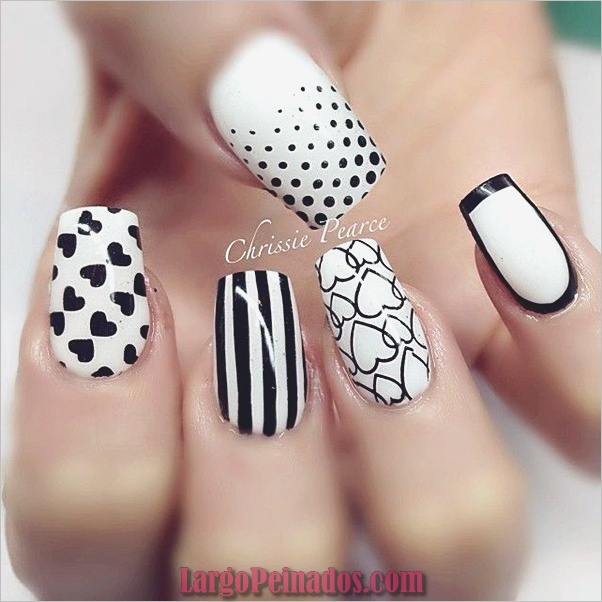 Diseños de uñas en blanco y negro (28)