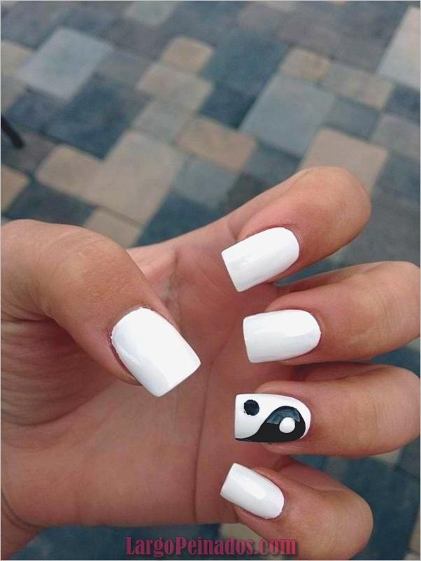 Diseños de uñas en blanco y negro (52)