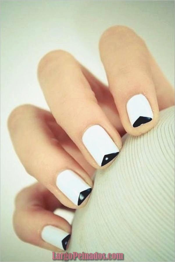 Diseños de uñas en blanco y negro (38)