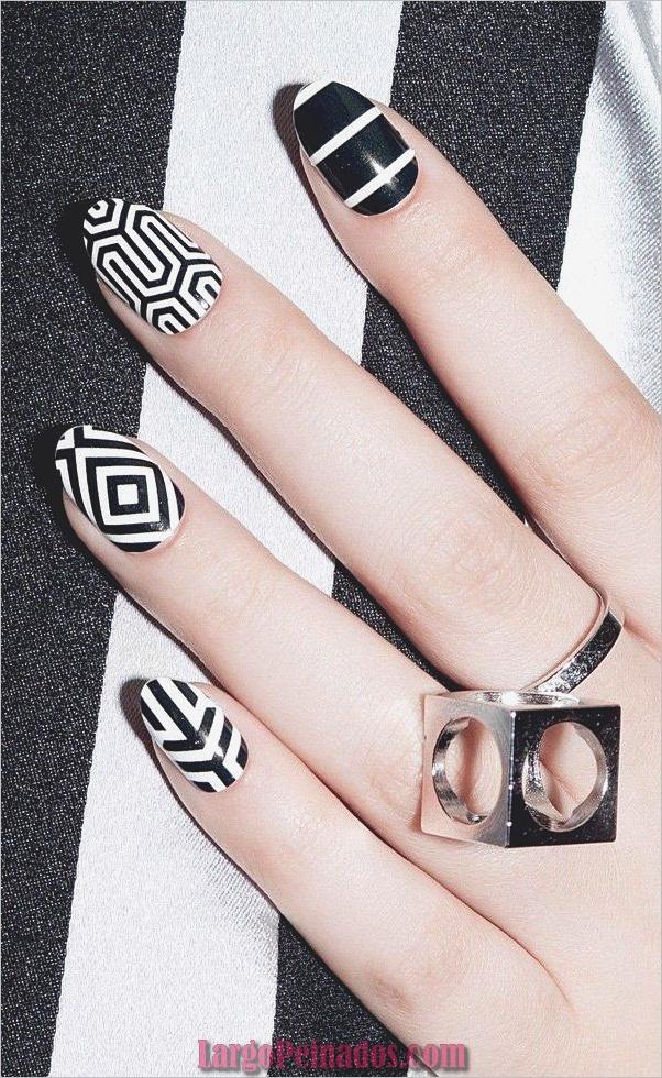 Diseños de arte de uñas blancas (8)