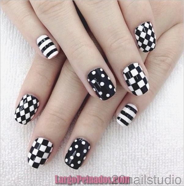 Diseños de uñas en blanco y negro (13)