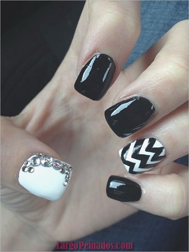 Diseños de arte de uñas negro31