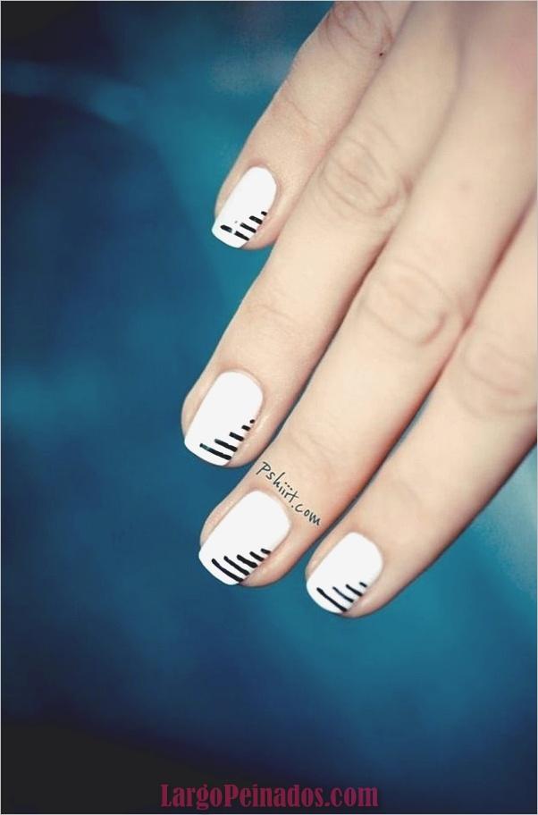 Diseños de uñas en blanco y negro (41)