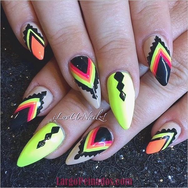 Diseños de uñas puntiagudas de almendra (11)