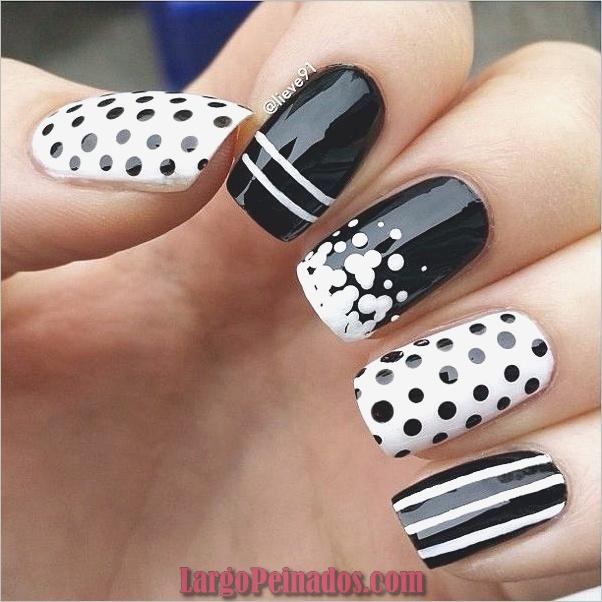 Diseños de uñas en blanco y negro (34)