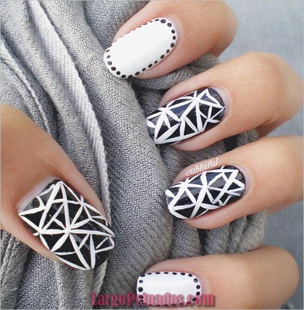 Diseños de uñas en blanco y negro (30)
