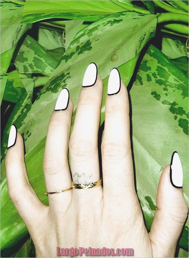 Diseños de uñas en blanco y negro (29)