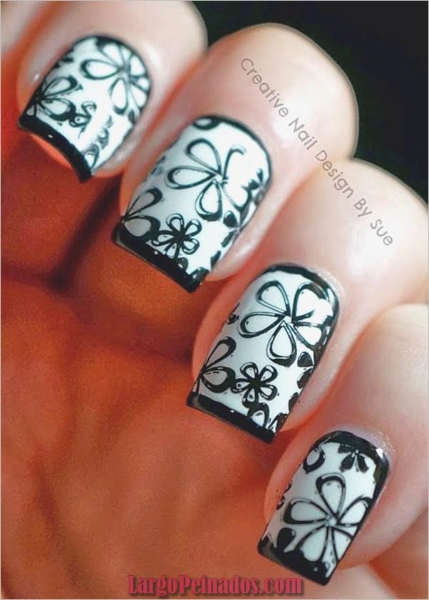 Diseños de uñas en blanco y negro (42)