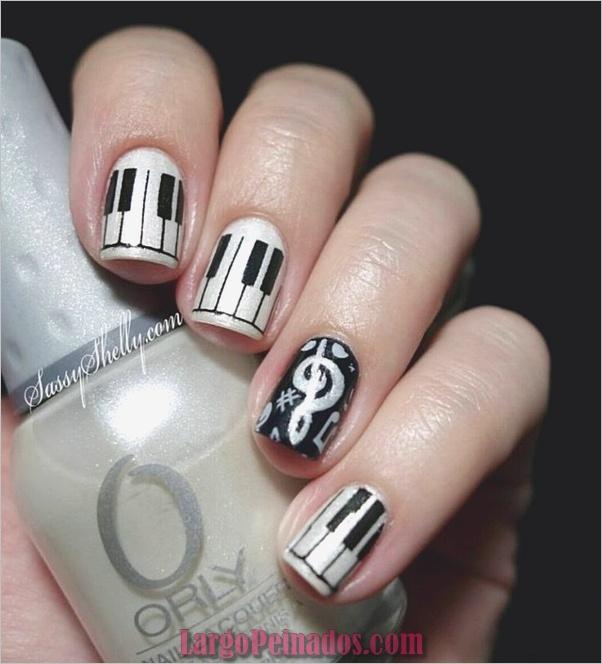 Diseños de uñas en blanco y negro (19)