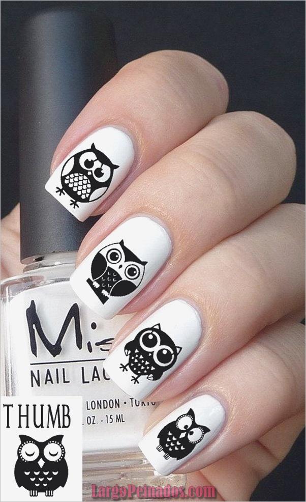 Diseños de uñas en blanco y negro (37)