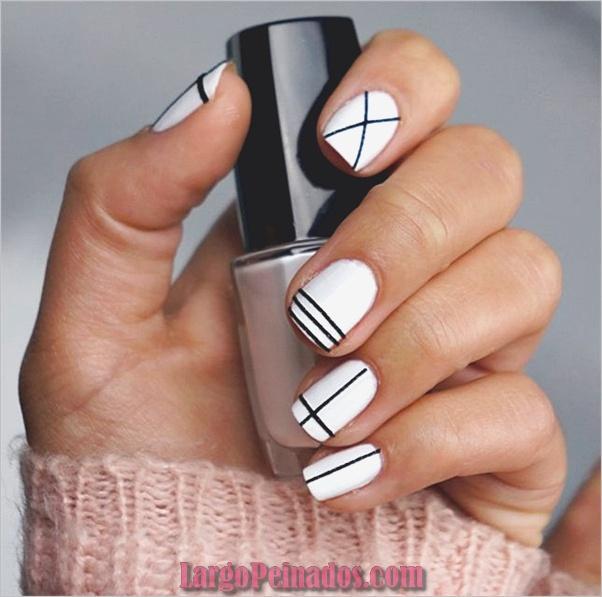 Diseños de uñas en blanco y negro (32)