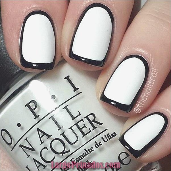 Diseños de uñas en blanco y negro (17)