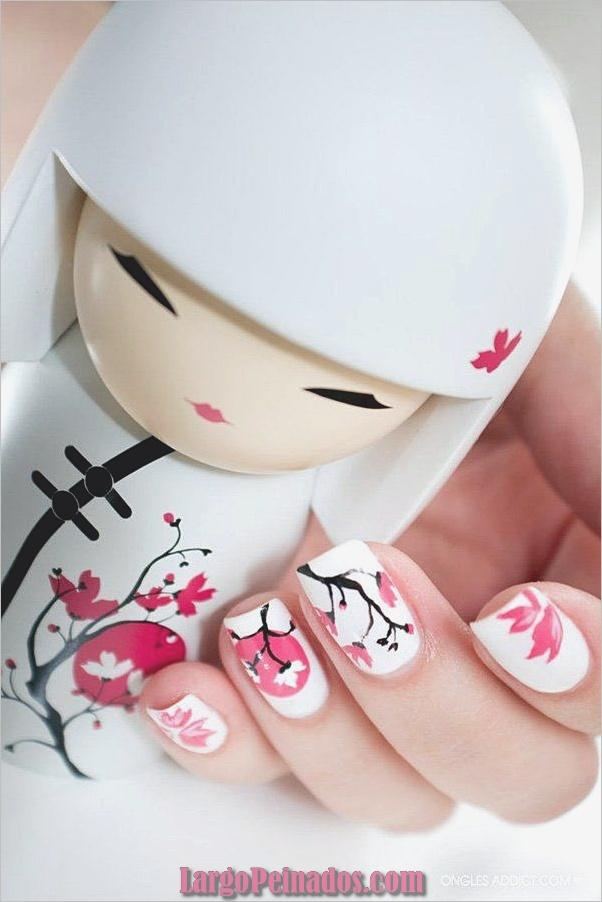 Diseños de arte de uñas blancas (32)