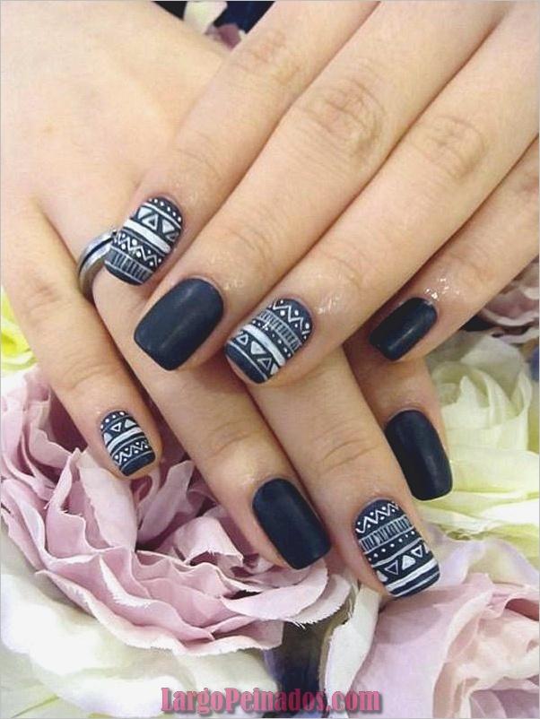 Diseños de uñas en blanco y negro (16)