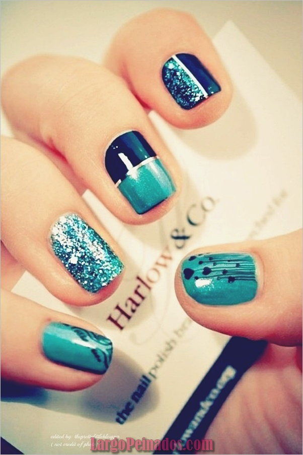 Ideas y diseños de arte de uñas azules (25)